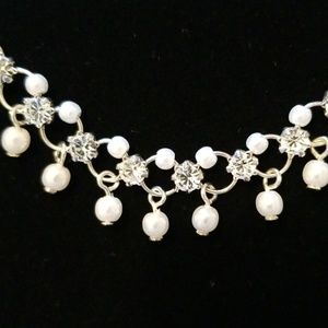 Choker with Pearl's and diamonds details